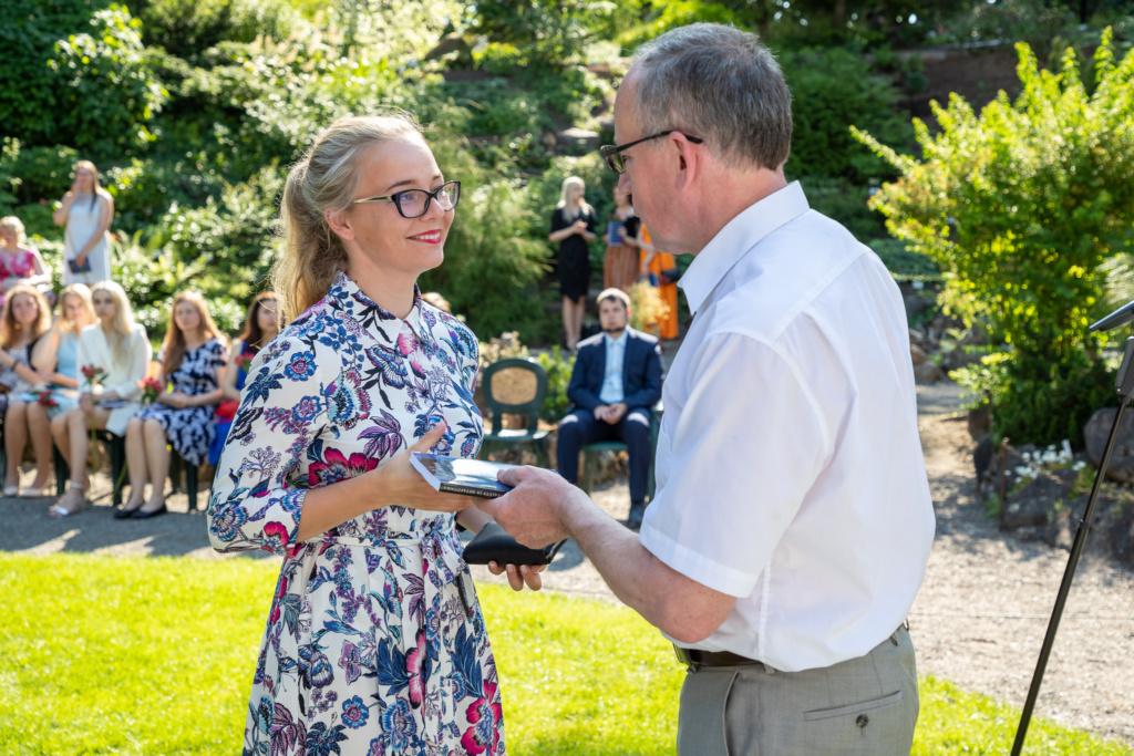 Tartu ülikooli rektori vastuvõtt cum laude lõpetanud õpilastele